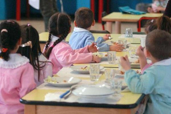 Vermi nei pasti dei bambini: la denuncia