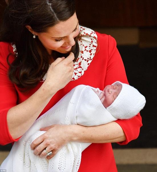 Terzo figlio di William e Kate: prime foto del bebè