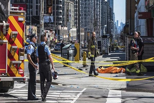 Furgone contro i pedoni a Toronto: 10 morti e 15 feriti
