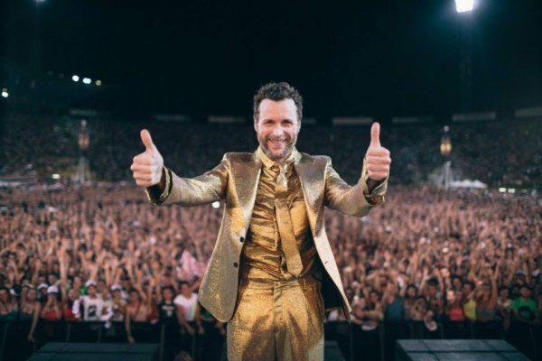 Lorenzo Jovanotti rinvia il concerto di Bologna