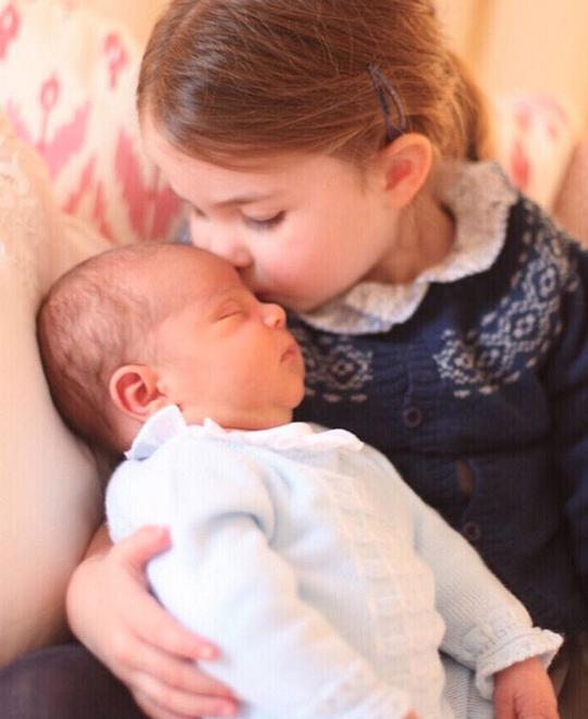 Kate Middleton ricicla i vestiti dei figli foto