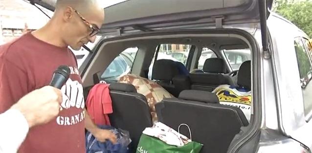 Vive in auto con i figli: ha paura di perdere i suoi bambini