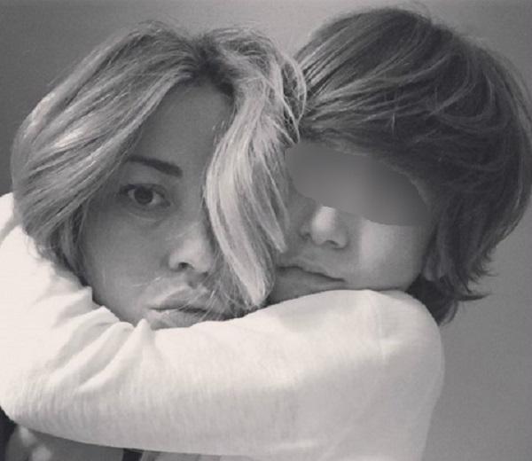 Elena Santarelli non parla dei sintomi della malattia del figlio
