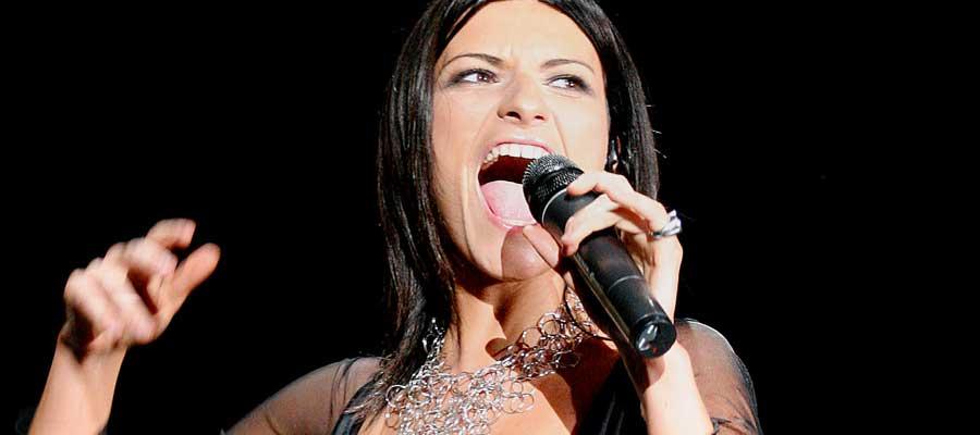 Laura Pausini urla la sua indignazione