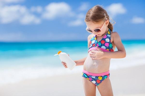 Come applicare la crema solare in modo corretto