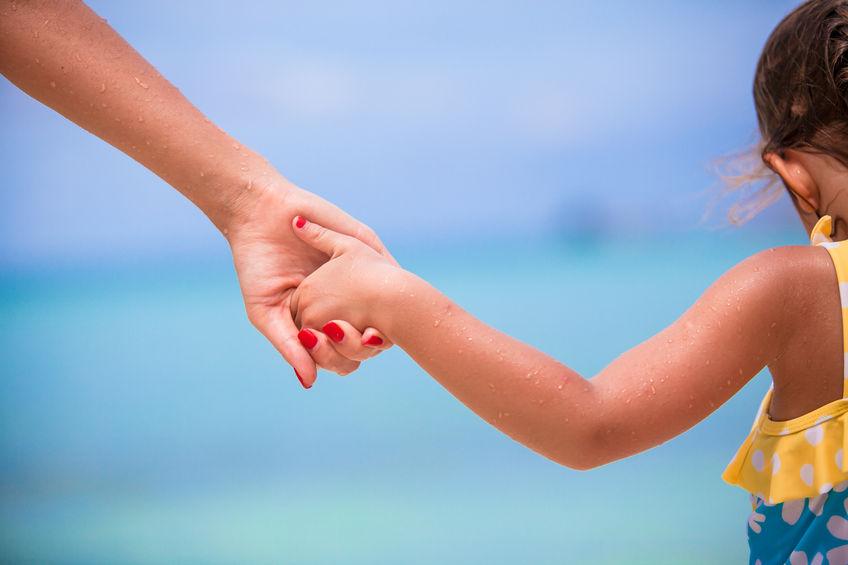 Quello che le mamme detestano delle altre mamme sulla spiaggia e al mare