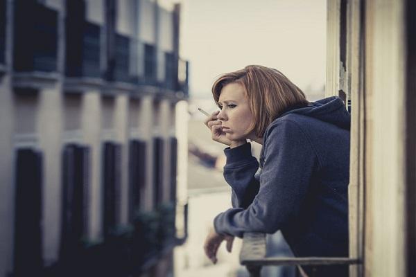 Fumare in condominio: cosa dice la legge