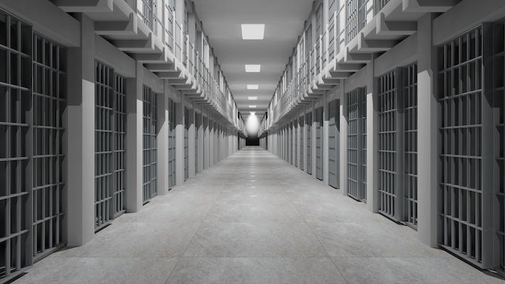 Detenuta ha gettato i suoi figli nella tromba delle scale, carcere