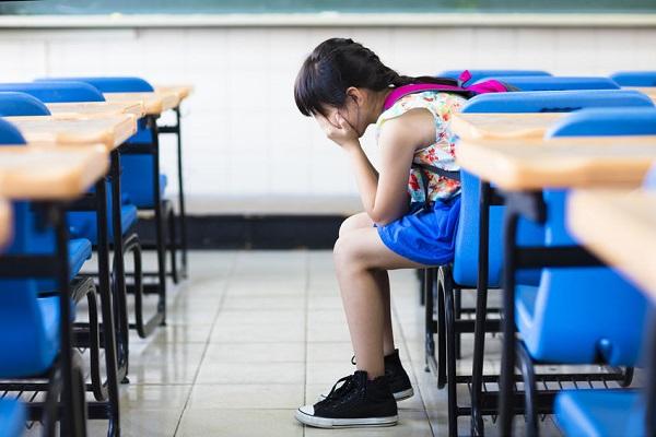 Insegnante sospesa: schiaffi e percosse agli alunni
