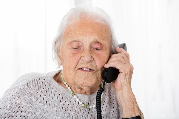 Truffe agli anziani, come difendersi: 11 regole da seguire