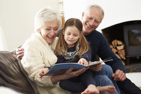 Lavoro dei nonni: ecco quanto vale economicamente il loro aiuto