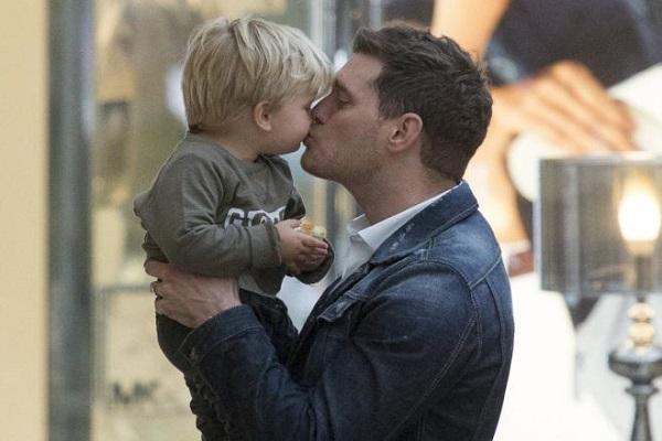 Michael Bublè si ritira: cambiato dalla malattia del figlio