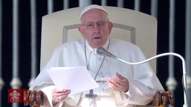 Papa Francesco condanna l'aborto: come affittare un sicario