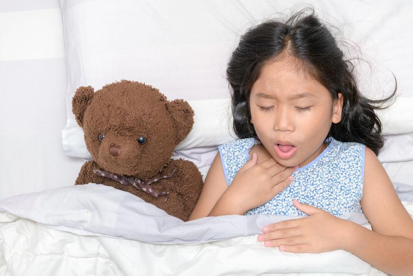 Come si cura la tosse nei bambini, tipi di tosse e possibili cure.