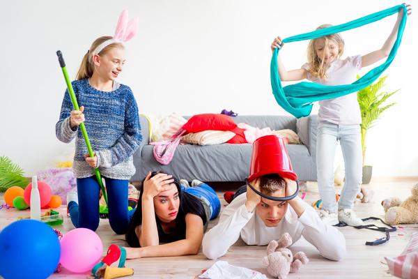 Stare a casa con i figli stanca più che lavorare