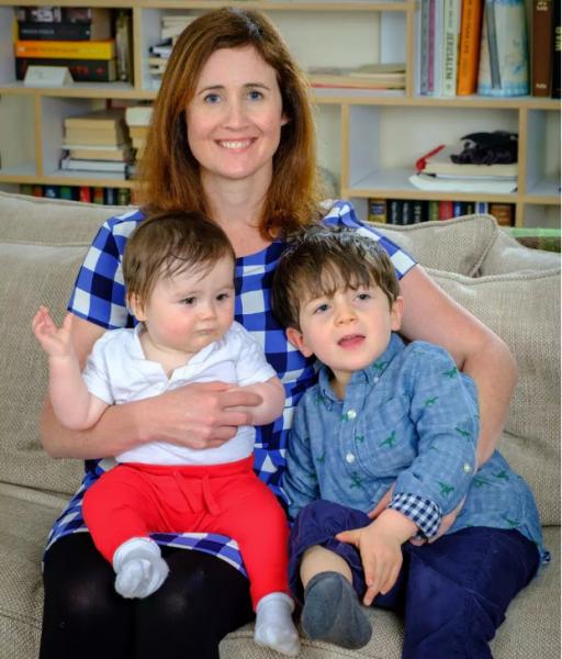 Mamma rifiuta di comperare regali di Natale per i suoi figli