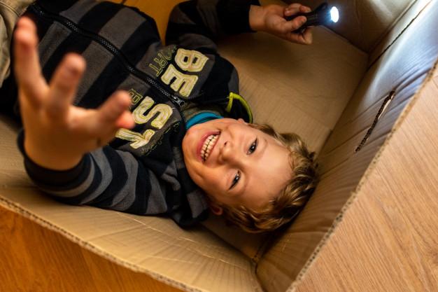creare un giocattolo con materiale riciclato