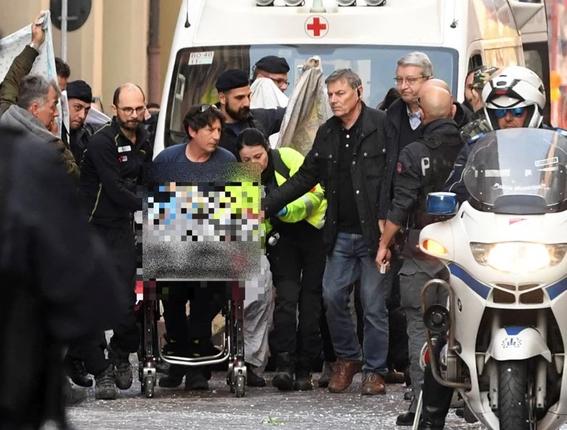bambino caduto dal carro sfilata Bologna