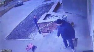 papà ucraino è sotto accusa: ha lanciato sua figlia dalle scale di un supermercato