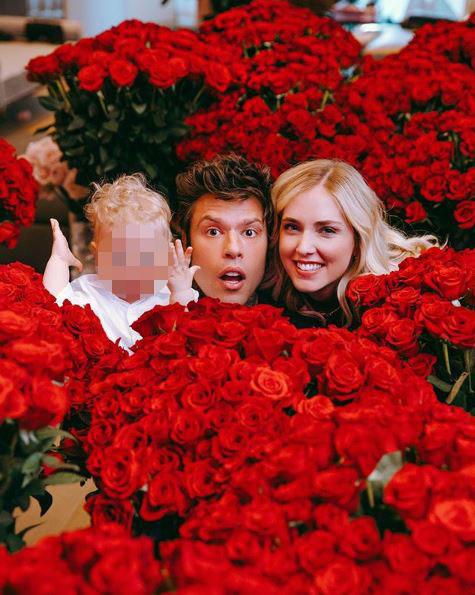 Fedez e Chiara le rose