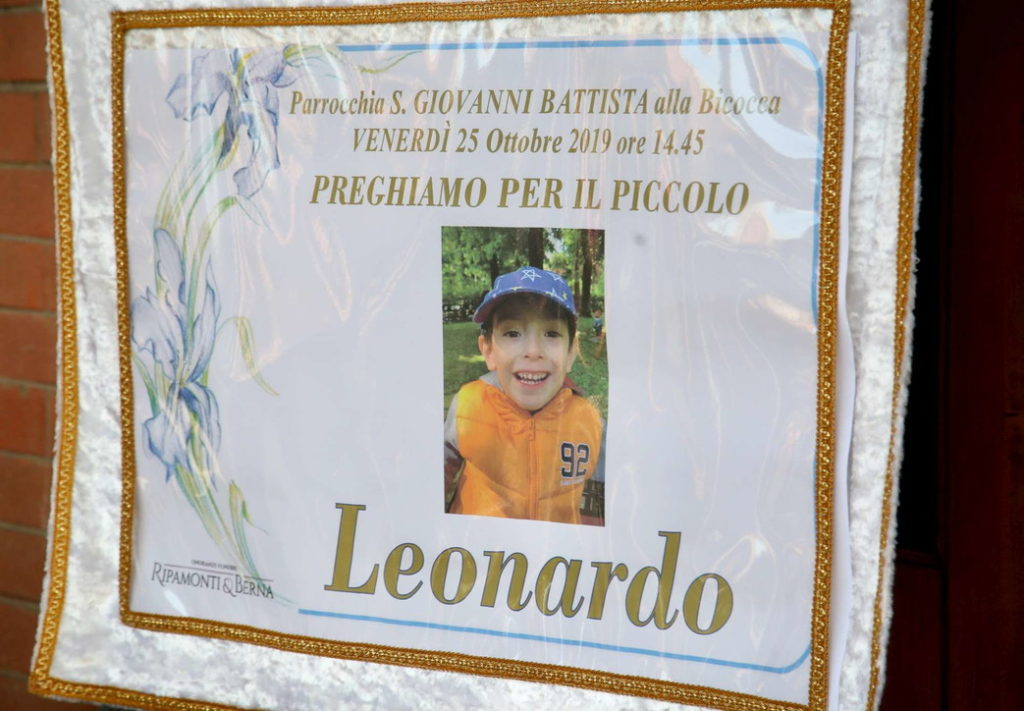 Leonardo, bimbo morto cadendo nella tromba delle scale