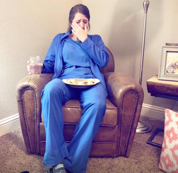 infermiera quando assiste alla nascita di un bambino morto
