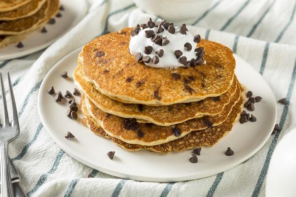 Pancake con gocce di cioccolato ricetta facile e veloce