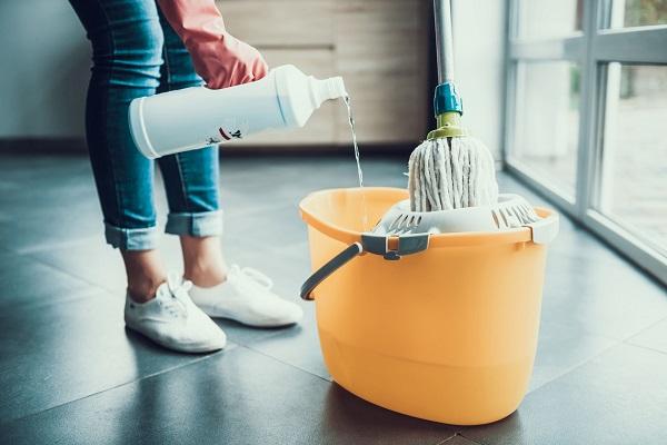 Come pulire i pavimenti di casa in quarantena