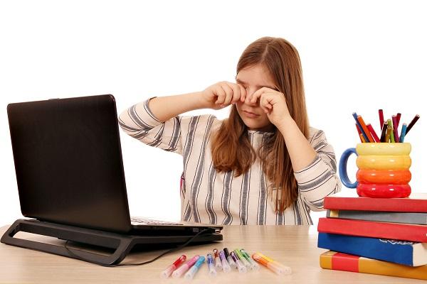 Occhio secco: studenti a rischio con DaD