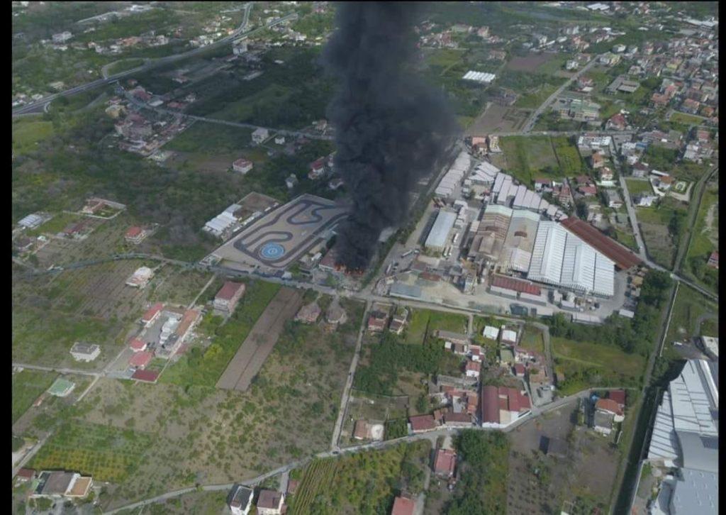 esplosione in una fabbrica di materie plastiche