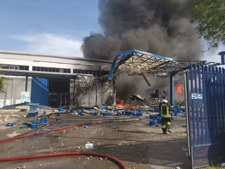 Esplosione in una fabbrica di materie plastiche,