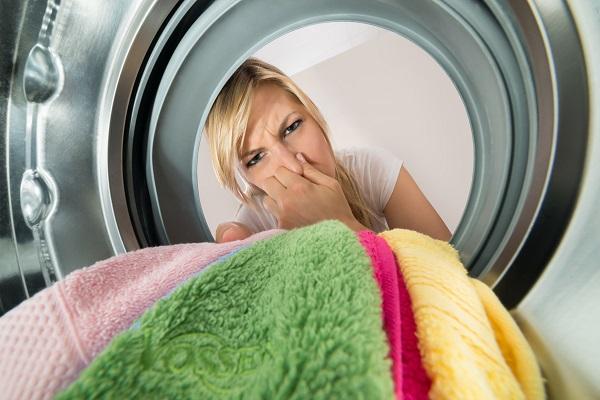 Bucato in lavatrice: lavare a 60° aumenta i batteri