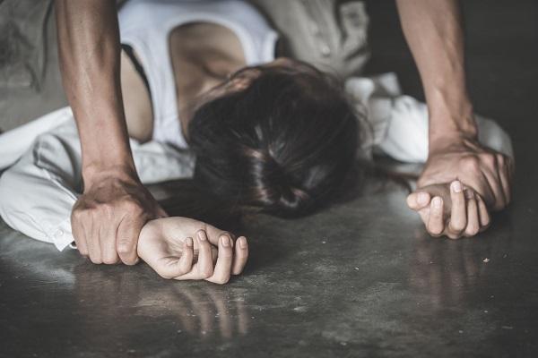 Acquista biancheria intima nuova per le donne vittime di violenza