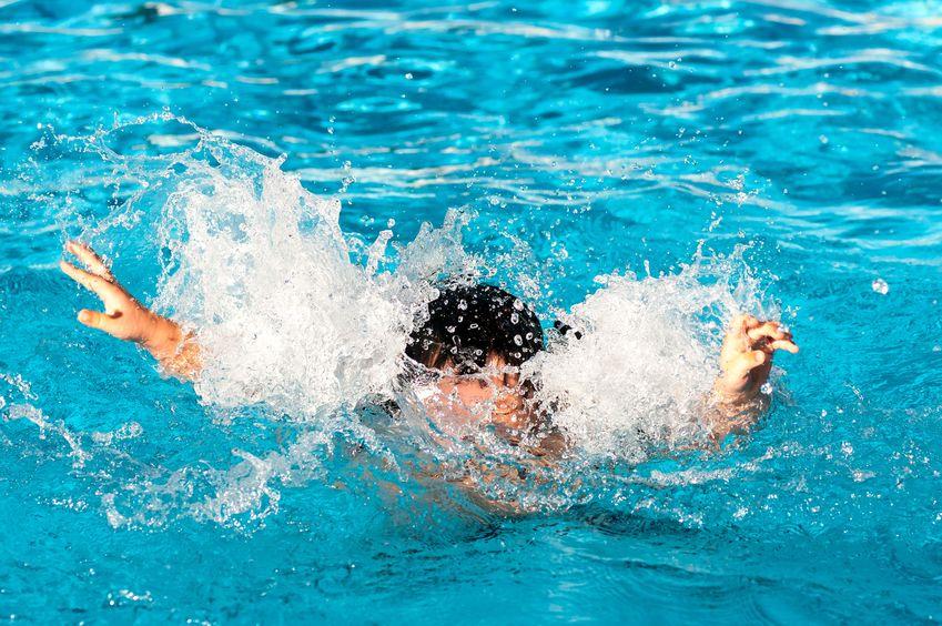 Bambino di 6 anni morto annegato in piscina: è successo sotto gli occhi della mamma