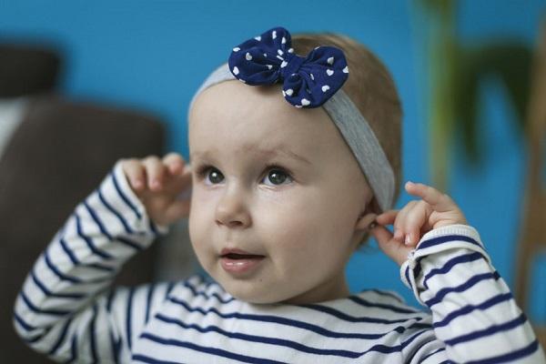 """Buchi alle orecchie ai neonati: """"Una forma di crudeltà""""."""