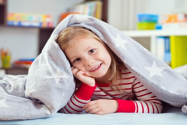 Pigiama fluorescente per bambini: come funziona