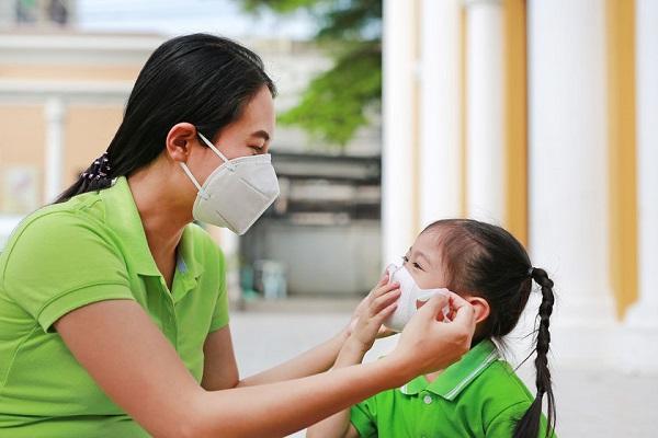 Indossare una mascherina FFP2: lo raccomanda l'esperto