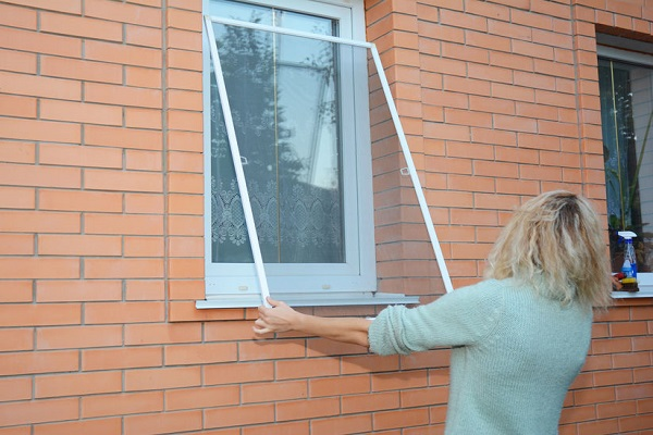 Pulire le zanzariere: guida pratica alla corretta pulizia