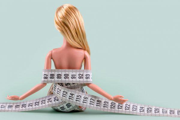 Sintomi anoressia nervosa, come riconoscere i campanelli di allarme e come intervenire.