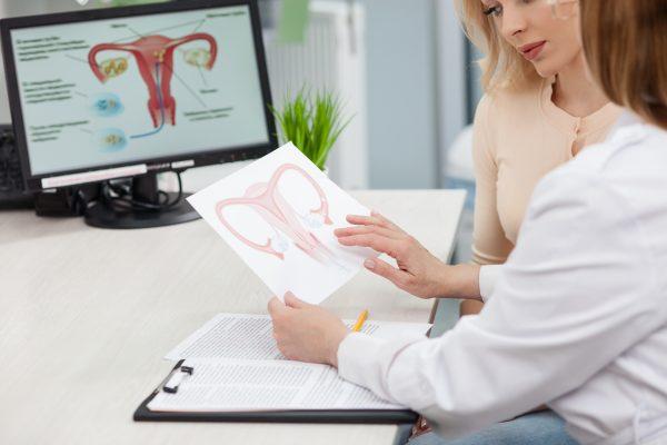 Controlli medici dopo il parto sulla puerpera: a poche ore dalla nascita l'attenzione è alta sulla minzione della mamma