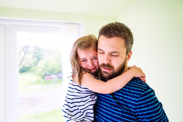 Papà vedovo vieta ai suoceri di vedere la figlia di 6 anni
