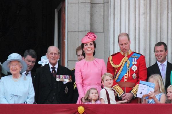 Protocollo reale per il principe George: niente voli con William e Kate