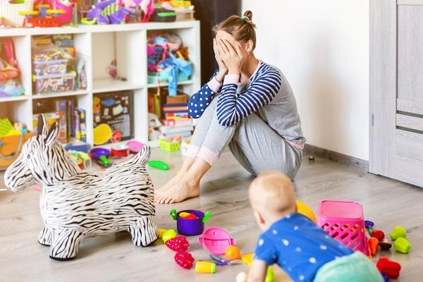 Mamme casalinghe pigre: pesante accusa di un uomo