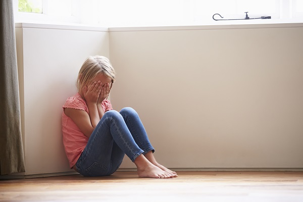 12enni accusati di violenza su bimba di 6 anni: sentenza choc